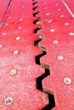 Nahe hohe Ansicht von oben eines roten Eisenausdehnungsgelenkes setzte lizenzfreie stockfotografie
