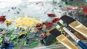 Nahe hohe Bürste auf Farbgaumen lizenzfreie stockfotografie
