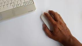 Nahe hohe Hand der Videoaufnahmen drücken betreten Knopf stock video footage