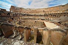 Nahe Mitte der Arena im alten Kolosseum Stockfotografie