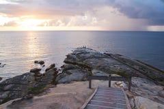 Nahe zu schönem Tipp von Borneo, Malaysia auf Sonnenuntergang lizenzfreie stockfotos