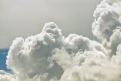 Naher hoher Hintergrund der Wolke Stockfoto