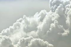 Naher hoher Hintergrund der Wolke Stockfotografie