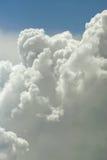 Naher hoher Hintergrund der Wolke Stockbilder