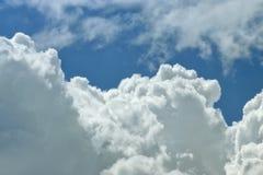 Naher hoher Hintergrund der Wolke Stockbild