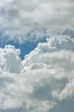 Naher hoher Hintergrund der Wolke Stockfotos
