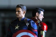 Naher hoher Schuss von Kapitän America und Ironman, Bürgerkrieg stockfotos