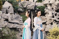 Nahes Freundinnen bestie im chinesischen traditionellen alten Kostüm Lizenzfreies Stockbild