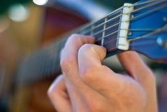 Nahes hohes der Gitarre Stockfotos