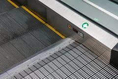 Nahes hohes der Rolltreppe Stockfotografie