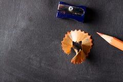 Nahes hohes des Bleistiftspitzers und des Bleistifts Lizenzfreie Stockfotografie