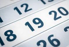 Nahes hohes des Kalenders 19. und zwanzigstes im Fokus Stockfotos
