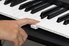 Nahes hohes des Klaviers Lizenzfreie Stockfotografie