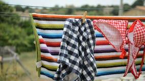 Nahes hohes des Kleiderhakens stock video