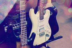 Nahes hohes Detail der E-Gitarre stockbild