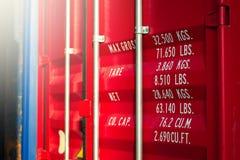 Nahes hohes, Fracht und Fracht des Containers Stockfotografie
