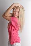 Nahes hohes Porträt der Schönheit von schönem blondem Stockfotografie