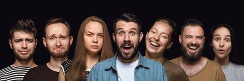 Nahes hohes Porträt von den jungen Leuten lokalisiert auf schwarzem Studiohintergrund stockfotografie