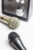 Nahes hohes und Mikrofon des Verstärkers Stockfotos
