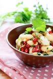 Nahrhafter Salat mit Bohnen und Koriander lizenzfreie stockfotos