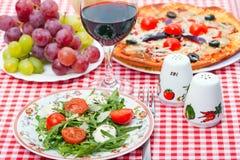 Nahrung - geschmackvolles italienisches Abendessen Stockfotografie