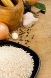 Nahrung und Reis am Holz Stockfotografie