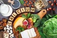 Nahrungsmittel reich im Kalzium stockfotos