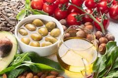 Nahrungsmittel reich in Vitamin E stockbilder