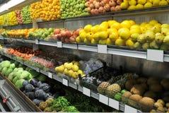 Nahrungsmittelabteilung im Supermarkt Stockfotografie