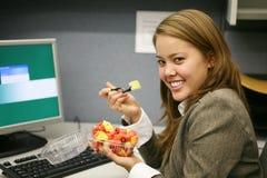 Nahrungsmittelbruch im Büro Stockfotos