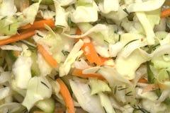Nahrungsmittelhintergrund: Kohlsalat Stockfotos