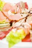Nahrungsmittellachssardellensalat Stockfotos
