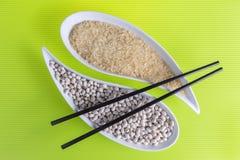 Nahrungsmittelschüsselessstäbchen-Bohnenreis Stockfoto
