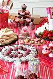 Nahrungsmitteltabelle der yummy Festlichkeiten Lizenzfreie Stockfotos