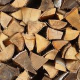 Nahtlose Beschaffenheit - Birkenholz im Woodpile Natürliche Weinlese ländlich Lizenzfreies Stockfoto