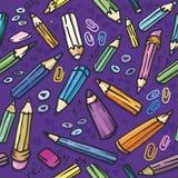 Nahtlose Beschaffenheit: Bleistift-, Papierklammern und Tasten Stockfoto