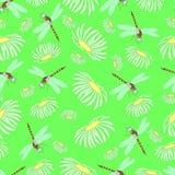 Nahtlose Beschaffenheit, Libellen und camomiles Stockfotografie