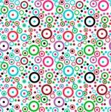 Nahtlose Beschaffenheit mit farbigen Kreisen und Ringen auf einem weißen Hintergrund Lizenzfreie Stockfotos