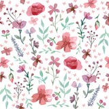 Nahtlose Blumen und Blätter Lizenzfreies Stockfoto