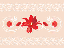 Nahtlose dekorative Grenze mit roten Blume und den Blumenblättern Lizenzfreies Stockfoto