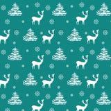Nahtlose gezeichnete realistische Rene des Weihnachtsmusters Hand, Tannenbäume, Schneeflocken, weißes Schattenbild auf Türkishint Stockfoto