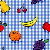 Nahtlose grungy Früchte über blauem Ginghammuster Stockfoto