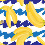 Nahtlose Hand gezeichnetes tropisches Muster mit Bananenfrucht auf weißem und blauem Hintergrund Lizenzfreie Stockfotos