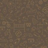 Nahtlose Illustration auf dem Thema der Kindheit und der neugeborenen Babys, des Babyzubehörs und der Spielwaren, einfache Kontur Lizenzfreies Stockfoto