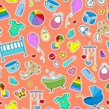 Nahtlose Illustration auf dem Thema der Kindheit und der neugeborenen Babys, des Babyzubehörs und der Spielwaren, einfache Farbe  Stock Abbildung