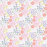 Nahtlose mit Blumenhand gezeichnetes Muster mit kleinen Blumen auf weißem Hintergrund Stockbilder