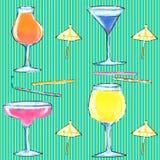 Nahtlose Mustergläser mit Cocktail vektor abbildung