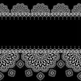 Nahtlose Mustergrenzen mit indischen Florenelementen und Spitzelinien in mehndi Art für Karte und Tätowierung Stockfotografie