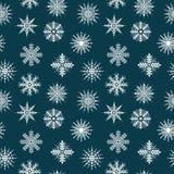 Nahtlose Musterschneeflocken auf blauem Hintergrund Frohe Weihnachten, guten Rutsch ins Neue Jahr, Weihnachten Stockfotos