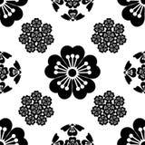 Nahtlose stilisierte Blume Kirschblütes, japanische Symbole, schwarz auf weißem Hintergrund, Illustration Stockbild
